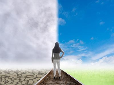 成功と失敗の岐路に立つ女性