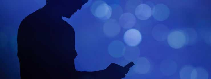 祈祷のために電話占いサイト探す人